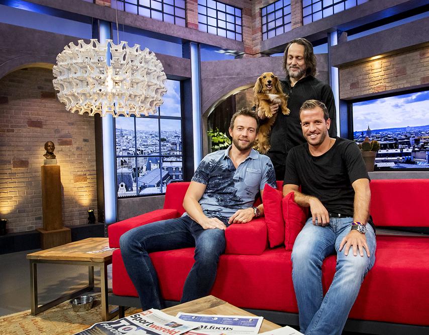 2016-06-10 17:53:16 HILVERSUM - Henry Schut, Hugo Borst en Rafael van der Vaart tijdens de eerste uitzending van NOS Studio France. ANP KIPPA KOEN VAN WEEL